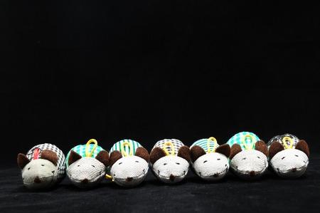 tela algodon: Rat�n del juguete hecha de tela de algod�n en un Negro