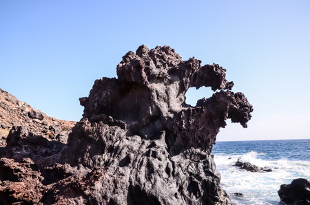 obrero: Formaci�n de la lava bas�ltica, cerca de la costa del Oc�ano