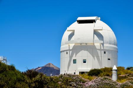 Télescopes de l'Observatoire Astronomique du Teide à Tenerife, Espagne.