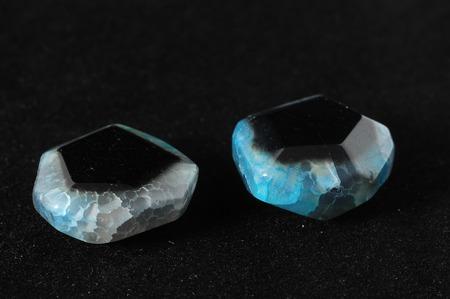 piedras preciosas: Coloreado de las piedras semi preciosas listo para hacer joyer�a hecha a mano