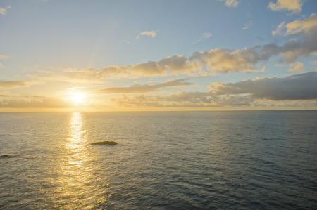Colred Sunrise Wolken boven de Atlantische Oceaan in Tenerife Canarische Eilanden