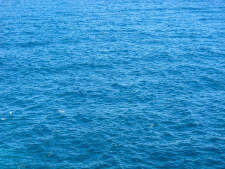Blauw nog zee Water Met Ripple. Natuurlijke achtergrond foto Textuur Stockfoto