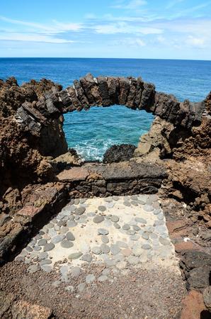 obrero: Vocanic Arquitectura Piedra Arco de la ventana en el Océano Atlántico
