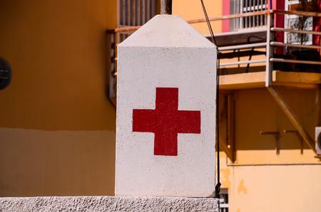 cruz roja: Red Cross Medical sesi�n sobre un fondo blanco Foto de archivo