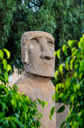 moai: Moai de pie de Isla de Pascua, Chile Am�rica del Sur