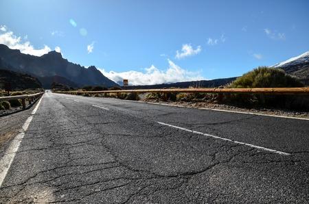 desierto: Long Desert Vaciar carretera de asfalto en las Islas Canarias España