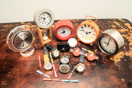 woden: Many Different Clocks on a Woden Table