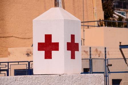 red cross: Red Cross Medical sesi�n sobre un fondo blanco Foto de archivo
