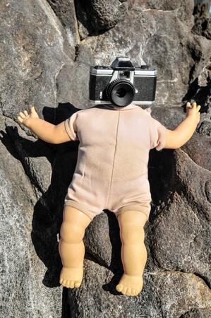 muneca vintage: Viejo vintage de la muñeca con una cabeza Cámara Fotográfica