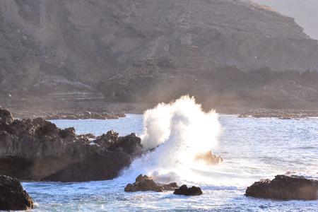 granola: Photo Foto de una gran ola en el océano