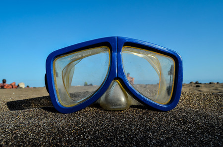 diving mask: Photo Picture of a Diving Mask on the Sand Beach