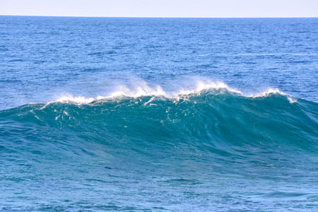 granola: Photo Foto de una gran ola en el oc�ano