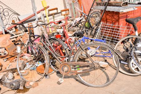 Foto Bild Heap of Scrap Metal Ready for Recycling Standard-Bild