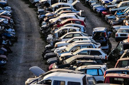ferraille: De ferraille Avec Pile Of Cars concassés en Canary Islands, Espagne