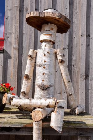 marioneta de madera: imagen de la foto del primer de un títere de madera hechos a Troncos