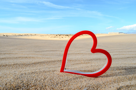 Conceptual Photo Picture of an Heart Love Object in the Dry Desert Stockfoto