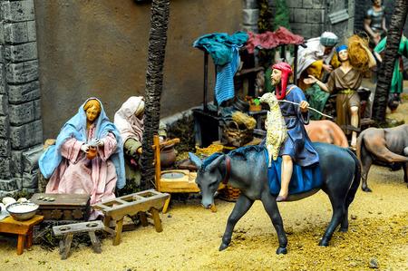 estrella de belen: Estatuilla tradicional europea en una escena del pesebre de Navidad Natividad Foto de archivo