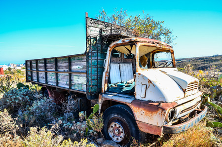 Rusty Abandoned Truck on the Desert, in Canary Islands, Spain 스톡 콘텐츠