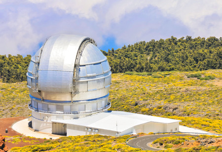 Photo Picture of a Modern Scientific Astronomical Observatory Telescope 스톡 콘텐츠