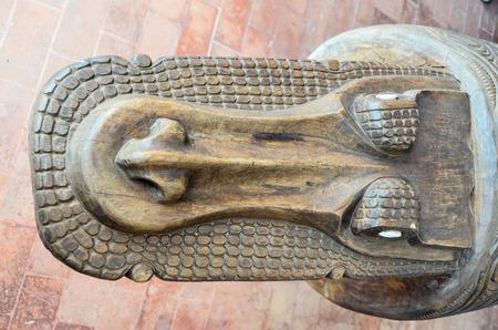 Bassorilievo in legno intagliato antico di arte polinesiana