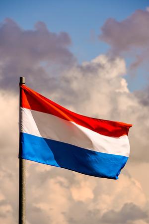 Foto Bild einer sich bewegenden französischen Flagge im Wind