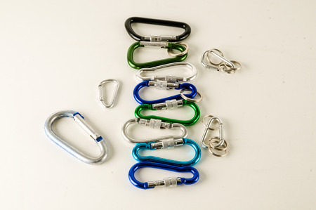 Metal aluminum snap hook isolated background Safety lock carabiner for rope climbing Standard-Bild