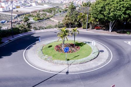 Photo Photo Image d'un rond-point dans la rue