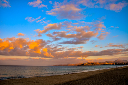 Photo Picture of a Beautiful Colored Sunset Фото со стока - 114900855