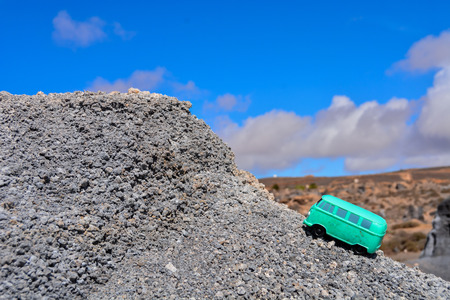 Conceptual Photo Picture of a toy car in the dry desert 免版税图像