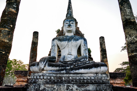 estatua de buda en tailandia, hermosa foto imagen digital