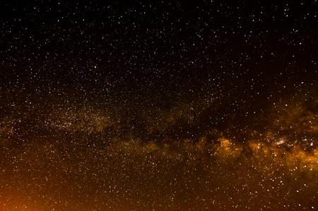 Planètes et étoiles de l'obscurité