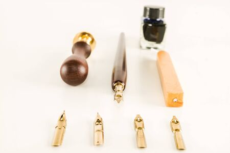 Photo picture of an antique ink fountain pen background 版權商用圖片