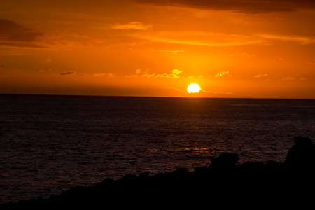 Photo Picture of a Beautiful Sun Setting on the Ocean