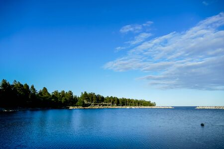 lake and blue sky, beautiful photo digital picture Foto de archivo - 124978685