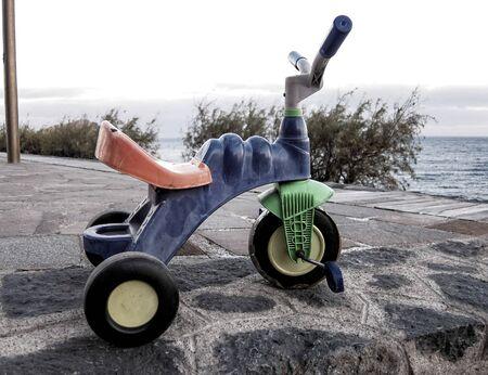 Colored Used Grunge Vintage Tricycle on the Floor Standard-Bild