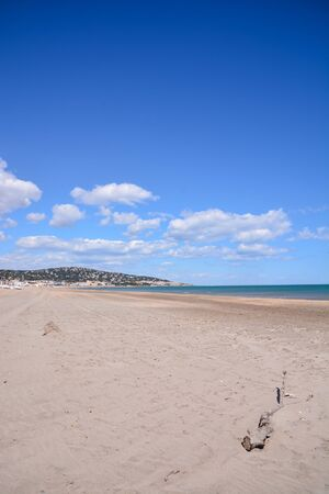Photo picture Empty mediterranean sand beach in south france 免版税图像