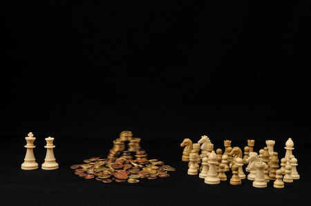 Money Strategy Concept White Chess and Currency on a Black Background Imagens - 128859837