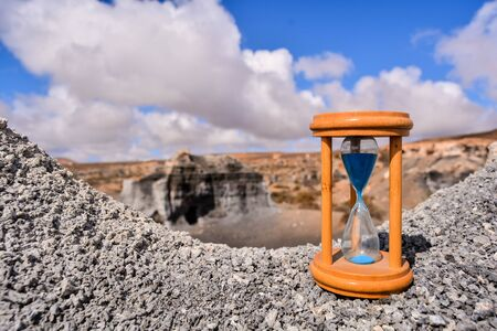 Conceptual Photo Picture of an Hourglass Object in the Dry Desert 版權商用圖片