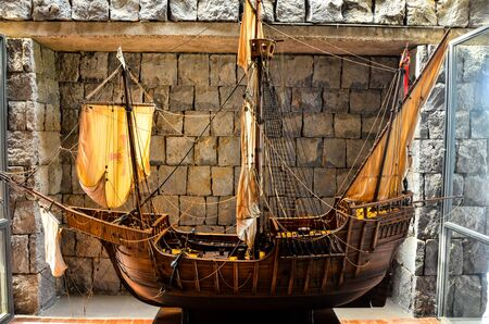 Big Beautiful Vintage old Wooden Sail Boat Figurine Foto de archivo