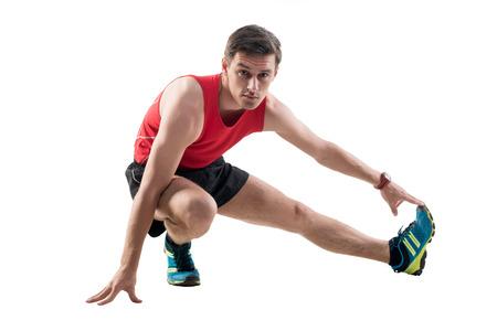 hombre flaco: Hombre haciendo ejercicios de estiramiento en el piso Foto de archivo