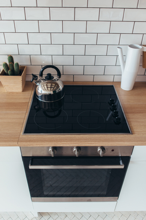 Electric oven Modern new light interior of kitchen. Imagens