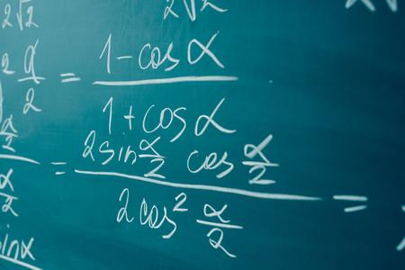 Début de l'algèbre et de l'analyse. Trigonométrie et fonctions élémentaires.