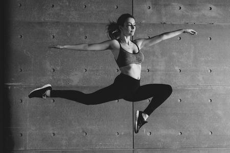 Fit young woman jumping dancing Fitness sport. Imagens