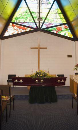 church flower: Scrigno a un funerale  Archivio Fotografico