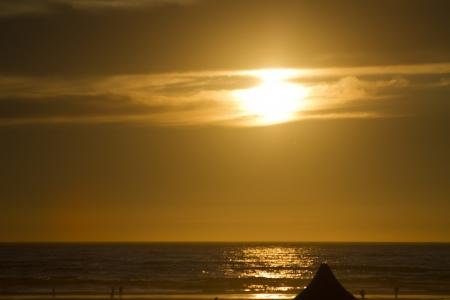 Golden Hour over the Ocean near sunset 版權商用圖片