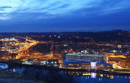allegheny: Mount washington viewpointThe night scene of downtown PIttsburgh Pennsylvania USA.