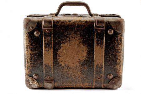 maleta: Old marr�n maleta de viaje, fondo blanco.