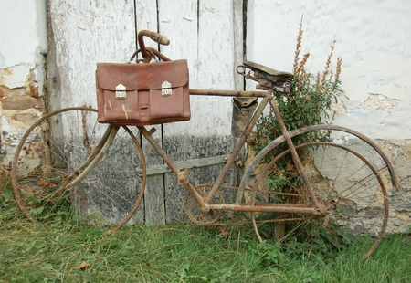 Very rusty bicycle with old case without tire.