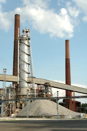 remolacha: F�brica de az�car con chimenea en Szerencs (Hungr�a)