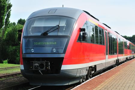 Hungarian red train at station (direction: to Szekesfehervar).